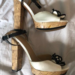 Nine West Black and White with Flower Size 8 US